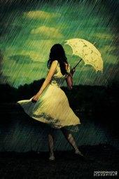 61998021_20060775_umbrella_by_xXEMOgoddessXx